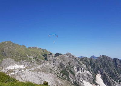 Volo Camocecina Alpi Apuane Cave di Marmo di Carrara volare in Parapendio InstinctFly 2