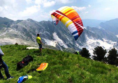 Volo Camocecina Alpi Apuane Cave di Marmo di Carrara volare in Decollo Parapendio InstinctFly 2